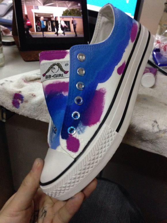 【久七】-转-[裹尸布]手绘原宿鞋教程贴